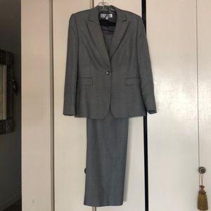 Tahari woman's pants suit